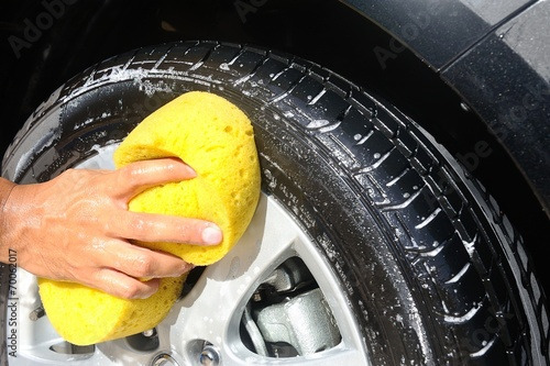 washing the car - 70062017
