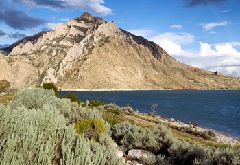 Buffalo Bill State Park with Lake and Mountains