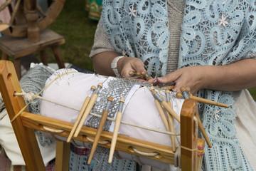 Bobbin lace weaving