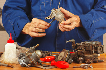 Master repairing parts of the automobile engine in the workshop