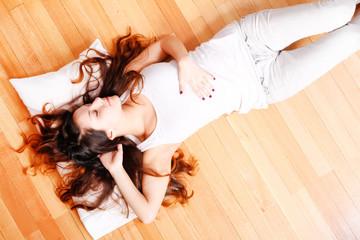 Auf dem Boden ausruhen