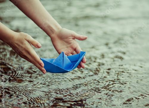 paper boat - 70074455