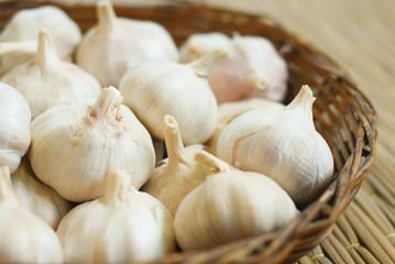 Garlics on pallet