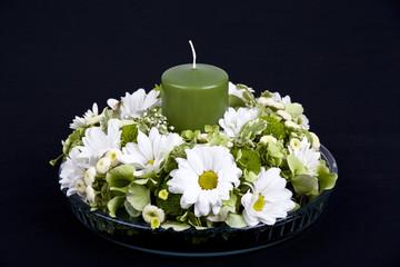 Kranz aus weißen Chrysanthemen