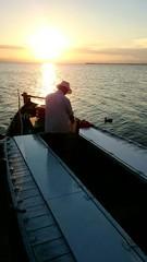 Barquero en barca