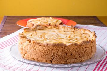 Torta casalinga di mele con crema pasticcera