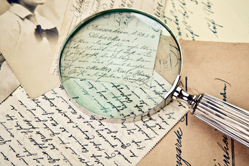 Alte Lupe und Briefe