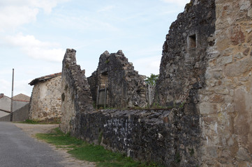 Ruine d'une ferme à Oradour-sur-glane
