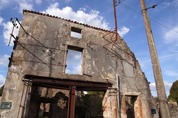 ruine d'un commerce de tissu à Oradour-sur-glane