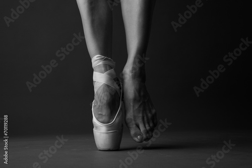 Fotobehang Dans Standing on tip toe, monochrome