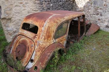 carcasse de voiture à Oradour-sur-glane