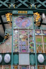 Jugendstildetail am historischen Gemeindehaus in Prag