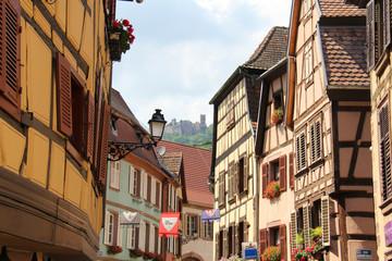 Vue sur le château depuis Ribeauvillé en Alsace (France)