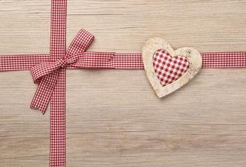 Kariertes Herzmotiv