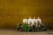 Dritter Advent: drei weiße brennende Kerzen: Weihnachtszeit