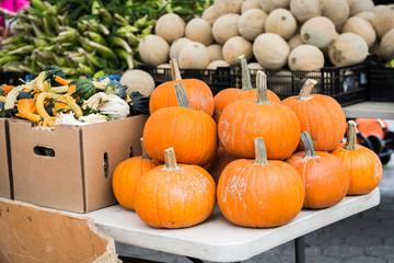 farmer market pumpkin display