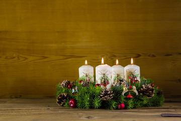 Heiligabend: Vier brennende Adventskerzen; Weihnachtskarte
