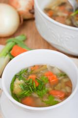 Gemüseeintopf, Karotten, Zwiebel, Lauch, Kräuter