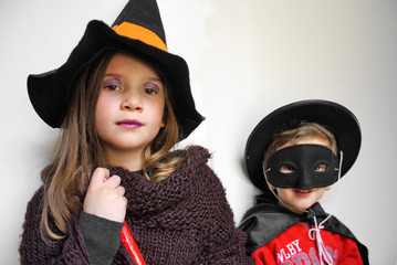BAMBINI TRAVESTITI PER HALLOWEEN