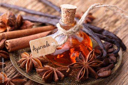 Leinwandbild Motiv Ayurveda Massage mit Gewürz Öl