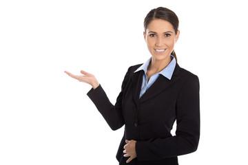 Präsentation: Lachende freigestellte Geschäftsfrau mit Hand