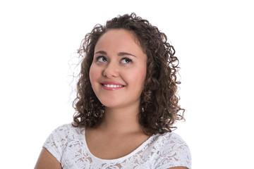 Glückliches isoliertes junges Mädchen blickt lachend nach oben