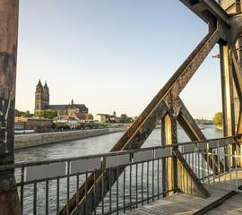 Magdeburg - DOM -  Eisenbahnbrücke 07076