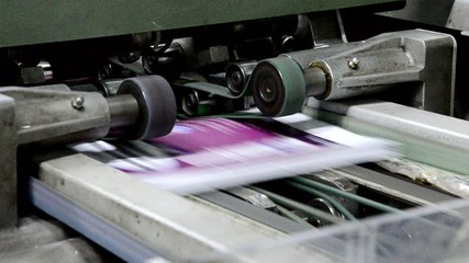 magazine line collecting after passing the press rollers