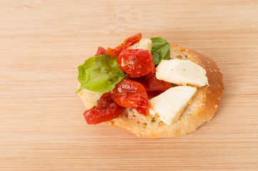 Bruschetta with olive oil, sundried tomatoes, mozarella and fres