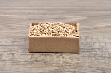 Sesam auf Holz
