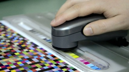 spectrophotometer measurement of color patches in prepress