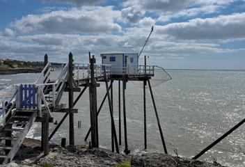 Carrelet, cabane de pécheurs au bord de la mer