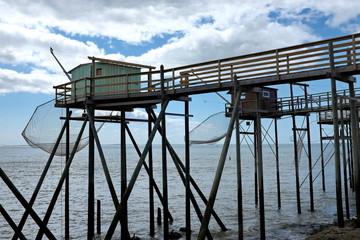 Carrelet, maison de pêcheur sur pilotis.
