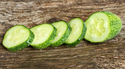 Cut cucumser.