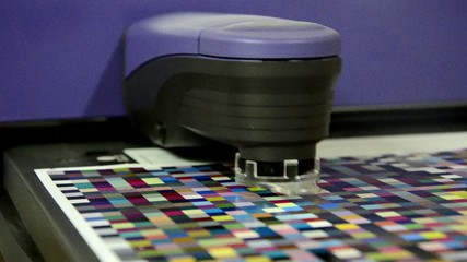 spectrophotometer robot measurement of color patches