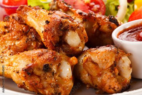 Deurstickers Klaar gerecht Grilled chicken nuggets and vegetables