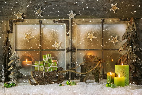 Leinwandbild Motiv Romantisches Weihnachtsfenster: Grußkarte grün zu Weihnachten