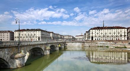Ponte Vittorio Emanuele I über den Po in Turin