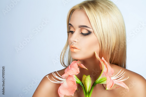 canvas print picture beauty and tenderness in women