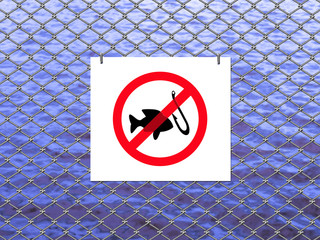 Mesh fence the river with signs prohibiting fishing