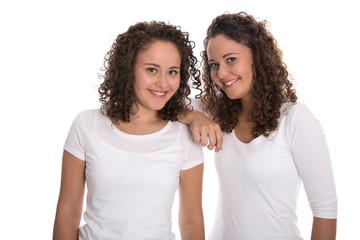 Beste Freundinnen isoliert: reale Zwillingsschwester