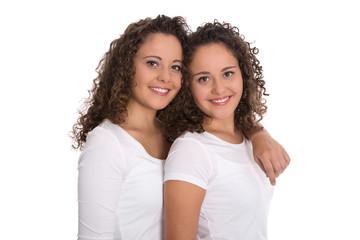 Schwestern: reeles eineiiges Zwillingspaar freigestellt