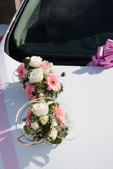 Bouquet long sur capot de voiture