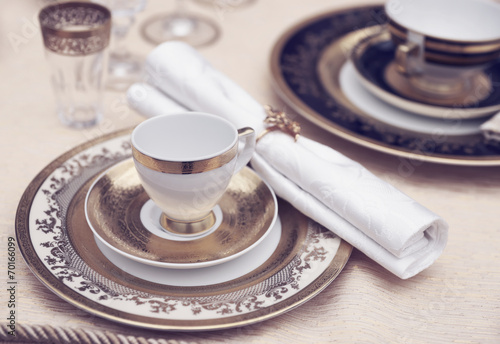 Set of fine bone porcelain dishware - 70166099