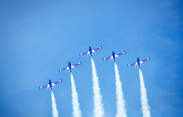 Aerobatic group formation