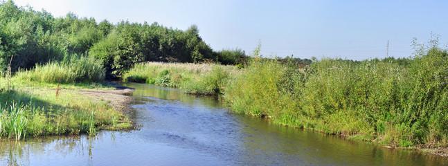 Панорама Пейзаж, река с зелеными берегами