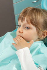 Little girl tooth pain