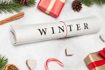 winter zeitung und weihnachtsdeko