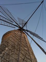 Mulino a vento visto dal basso