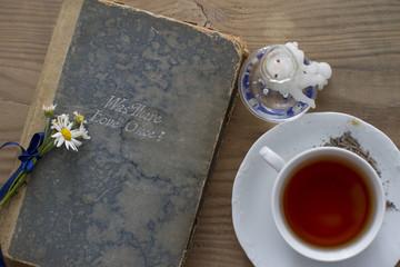Çay , Mum ve Kitap